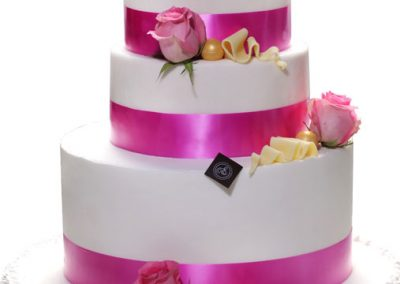 wedding-cake-tout-rose-bd